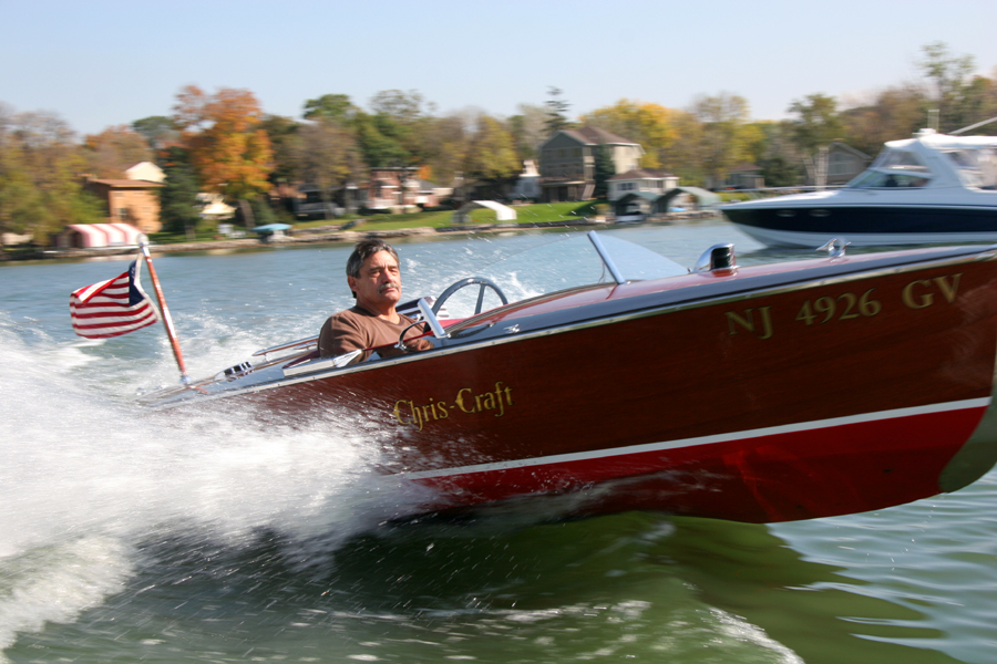 Classic Chris Craft 16' Barrel Back in water