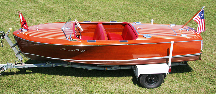 Chris Craft 17' Deluxe Runabout side view