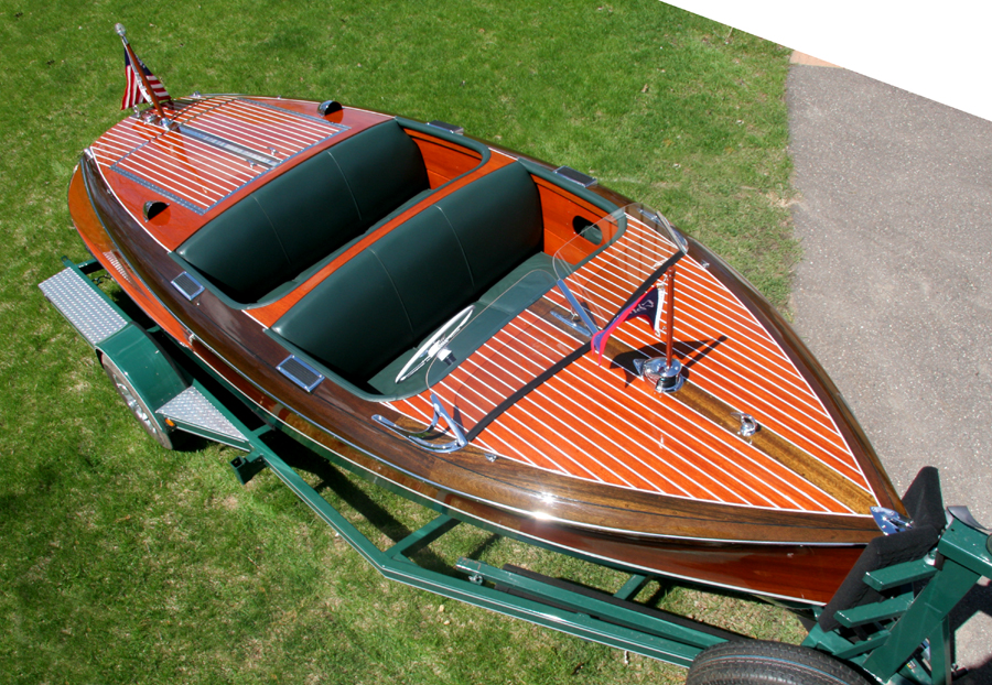 Antique Boat - 1942 Chris Craft 17' Barrel Back