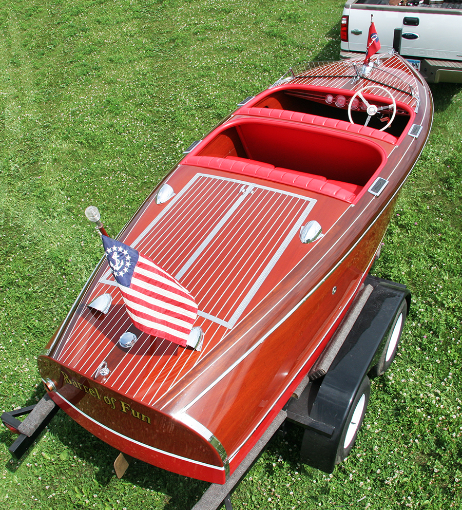 Classic Chris Craft 17' Barrel Back stern view