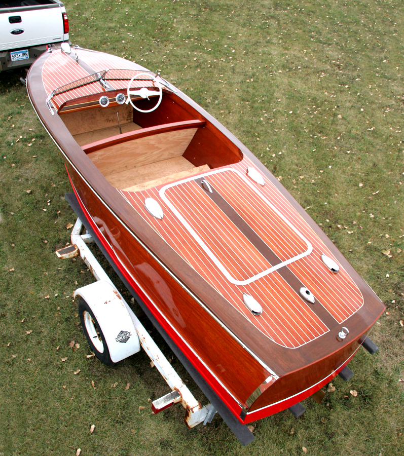 1948 17' Deluxe Runabout overview