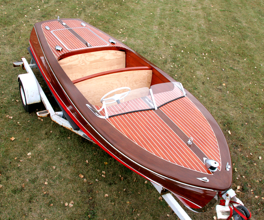 1948 17' Chris Craft Deluxe Runabout front deck