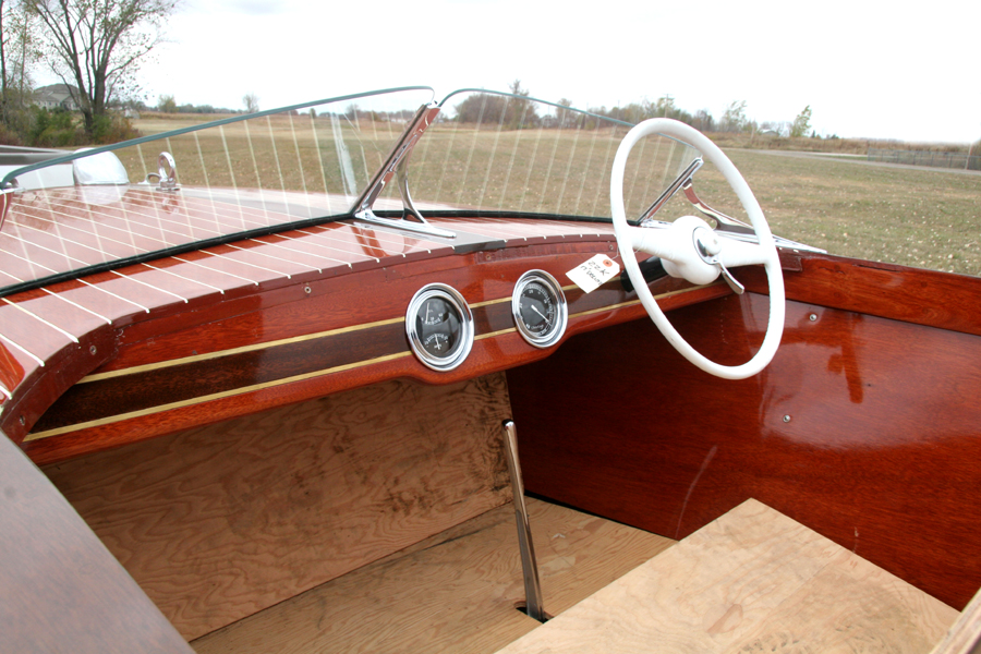 1948 17' Deluxe Runabout dash board
