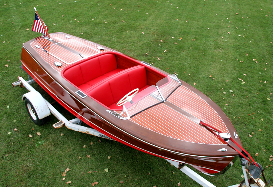 1949 17 ft Chris Craft Deluxe Runabout front deck