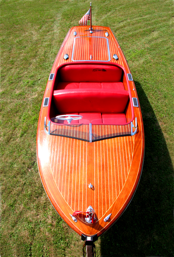 17 ft Deluxe Runabout
