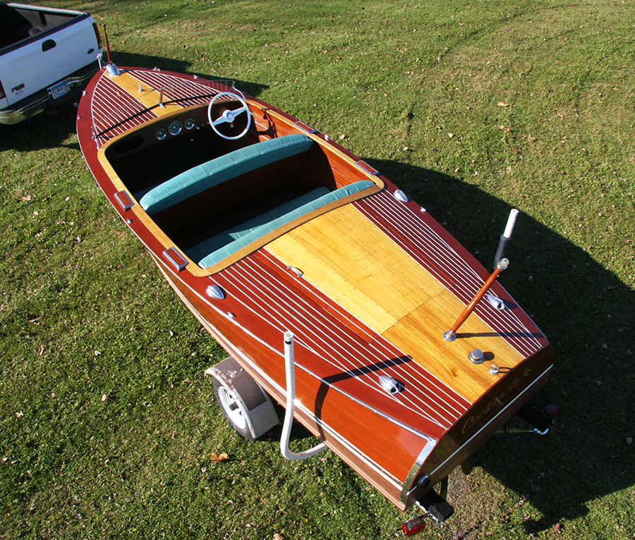 17' Deluxe Runabout Mahogany