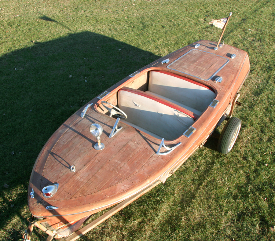 1947 17' Chris Craft Deluxe Runabout - Front Deck