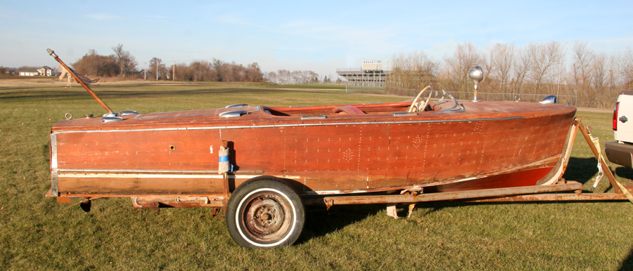 1947 17' Chris Craft Deluxe Runabout - Starboard