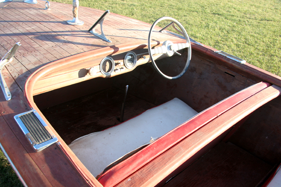 1947 17' Chris Craft Deluxe Runabout Dashboard