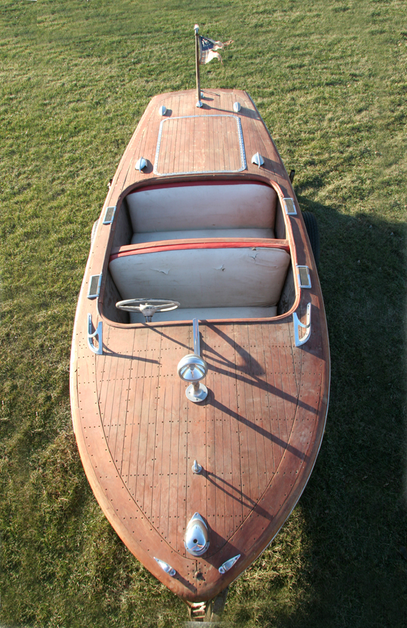 1947 17' Chris Craft Deluxe Runabout Project boat, front view