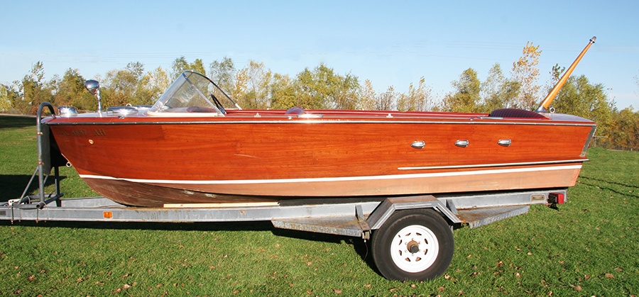 Chris Craft 18' Continental side view
