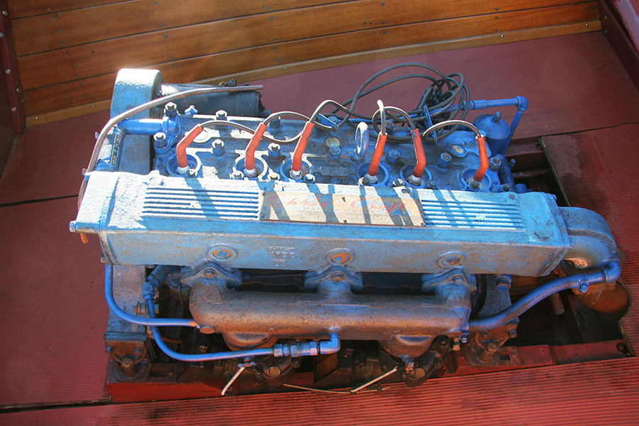 Chris Craft 131 hp KFL engine 6 cylinder