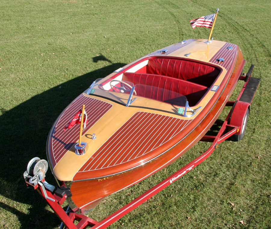 Classic Boats - 18' Chris-Craft Riviera