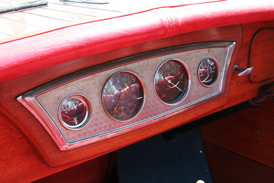 1936 19' Chris Craft Custom Runabout gauges