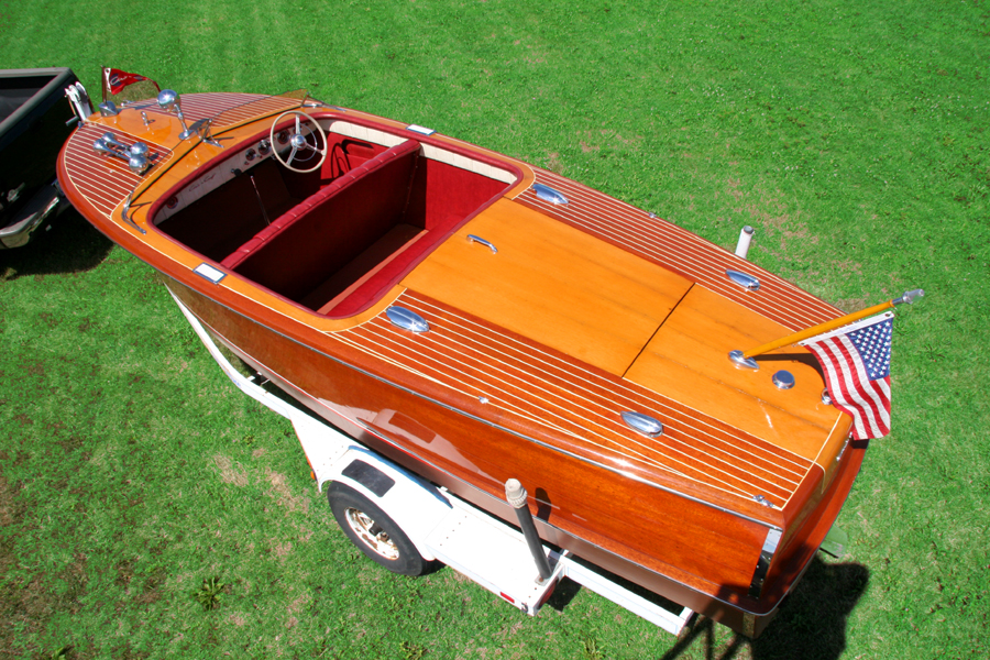 Antique Boats - 20' Riviera