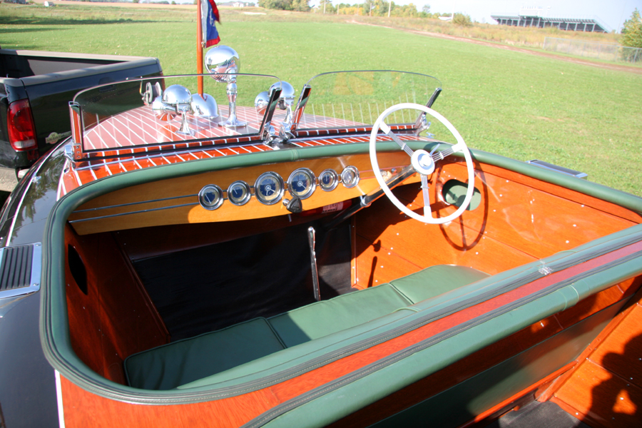 Chris-Craft 23' Barrel Back dash board