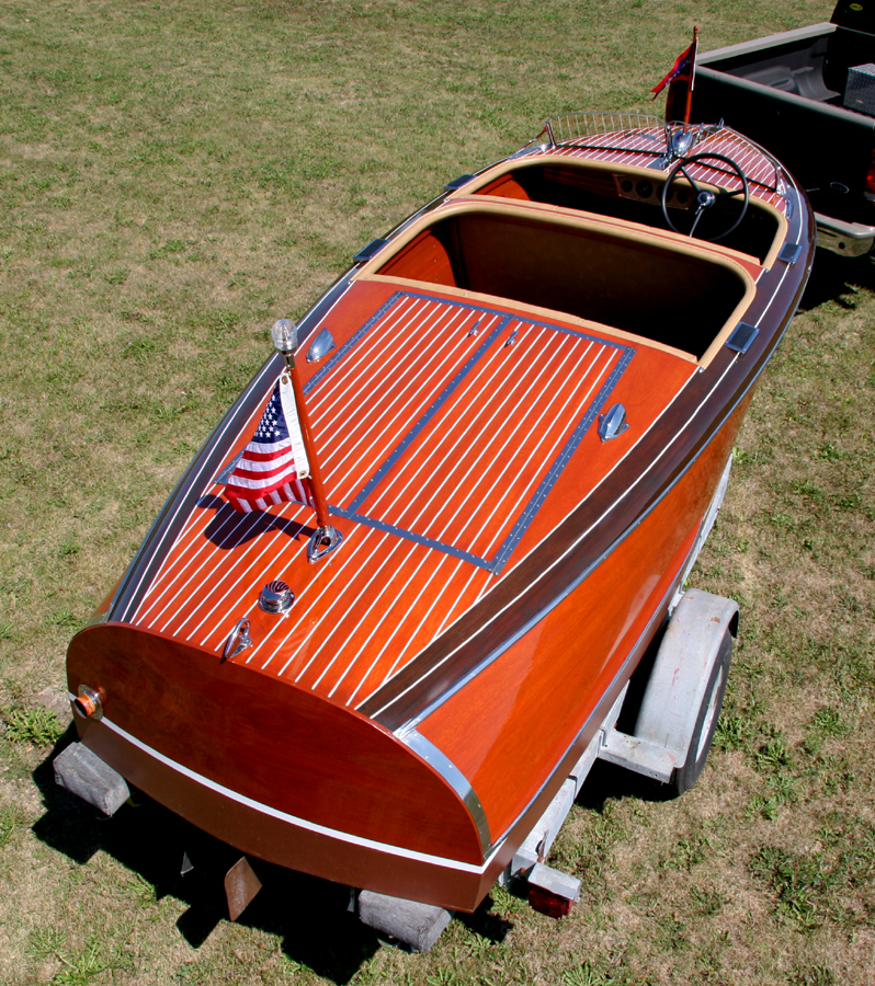 Classic Boats - Chris Craft 1940 17' Barrel Back