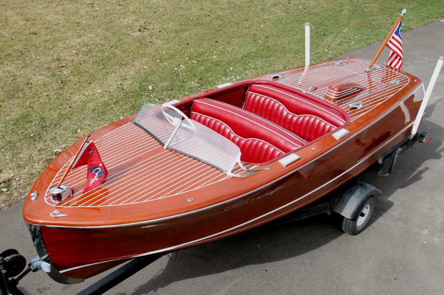 Classic Boats - 17 ft Deluxe Runabout