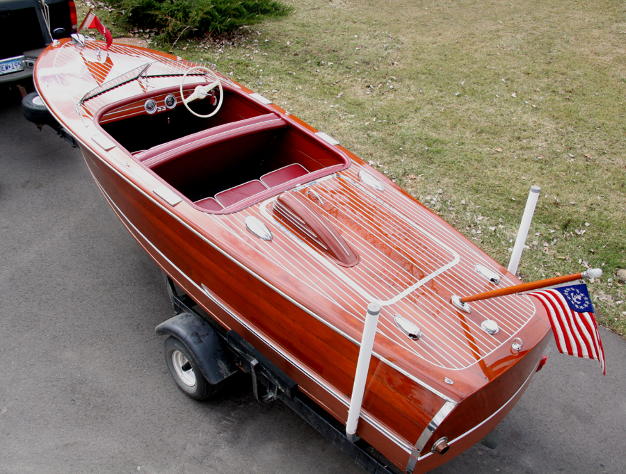 Classic Boats - 17' Deluxe Runabout with KBL engine