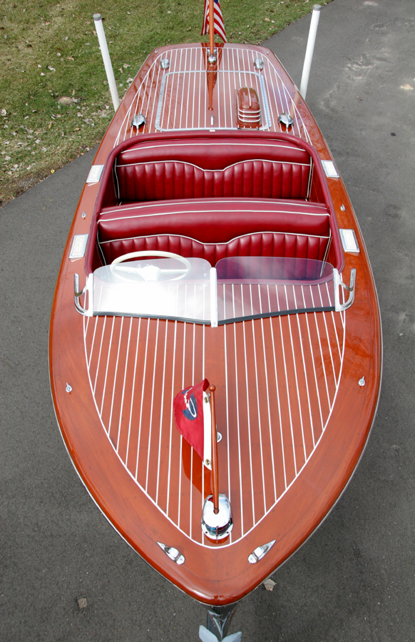 Classic Chris Craft Deluxe Runabout 17 ft