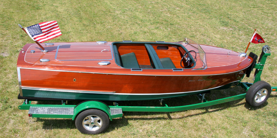 17' 1947 Chris Craft Deluxe Runabout