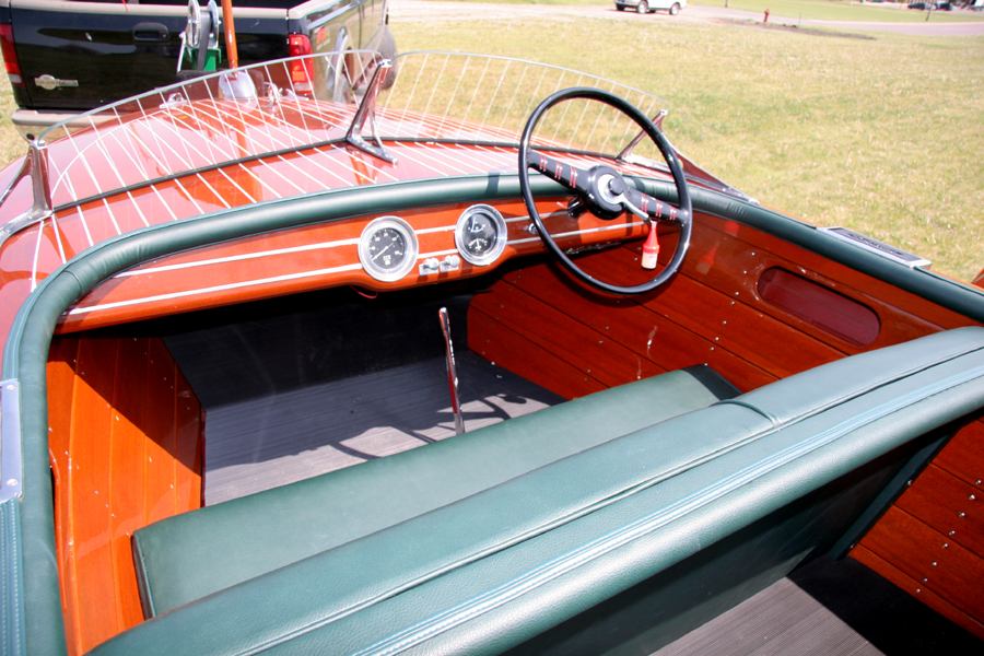 Chris Craft 17' Deluxe Runabout dash board - Classic Boat