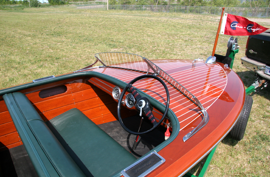 dash board 1947 17' Chris Craft Deluxe Runabout