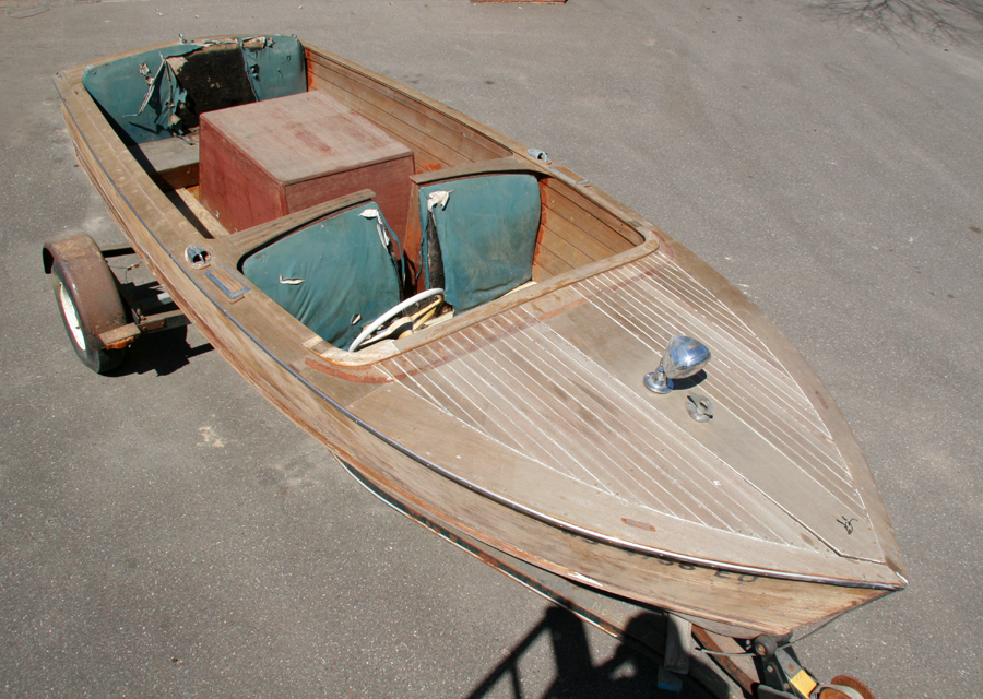 Antique Boats - 17 foot utility. Chris Craft 17' Sportsman
