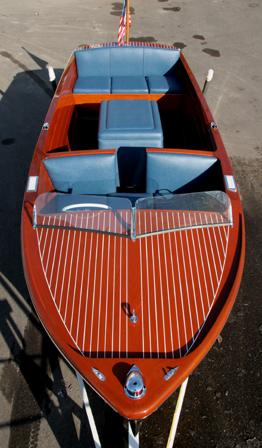 Wooden Boat - 1951 18' Chriscraft Sportsman