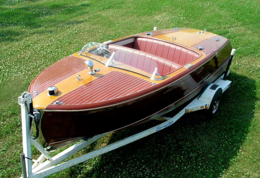 ANTIQUE & CLASSIC BOATS -  20 FT RIVIERA