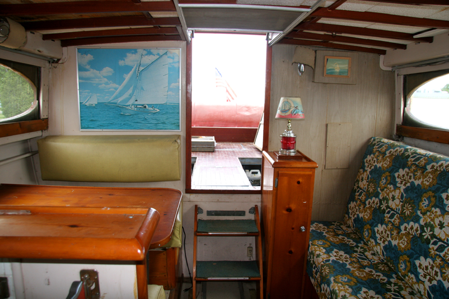Antique Boats - Chris Craft 35' Commander